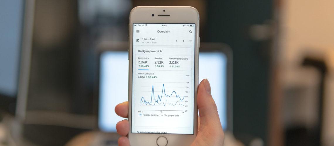 data op een iphone 6 weergegeven voor webanalyse